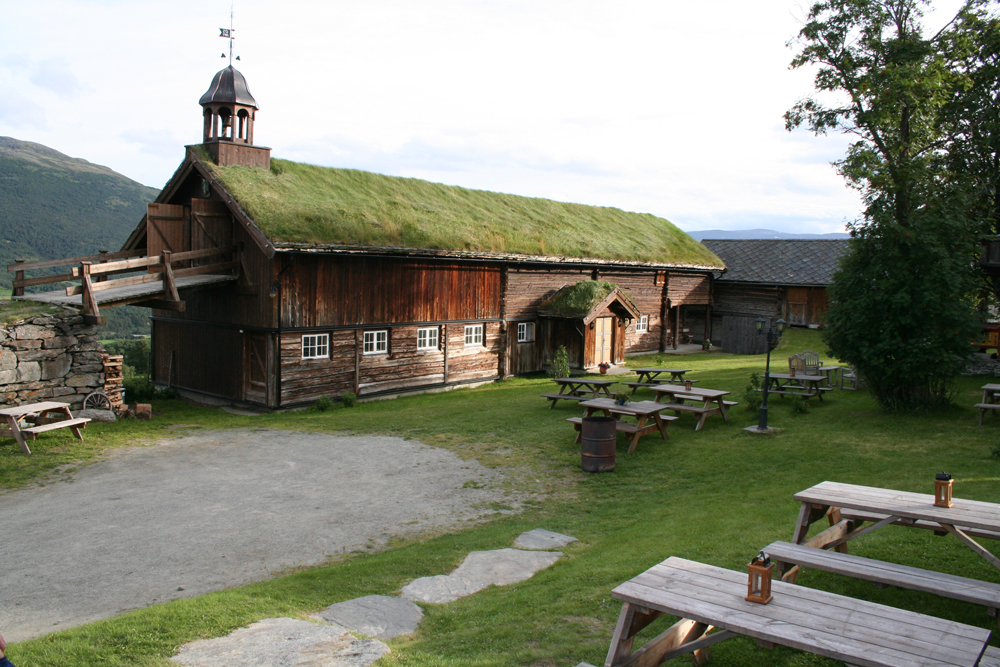 Tilbygg og restaurering av fjøs på Bjerkaker gård i Oppdal.